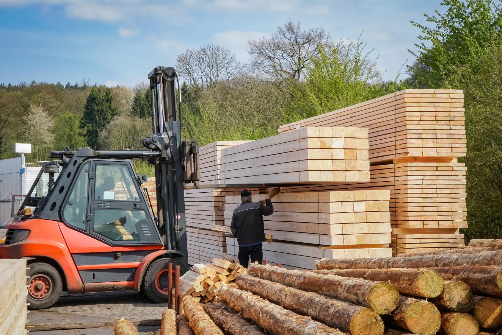 Holzindustrie Sägewerk, Bauholz Wird Gestapelt
